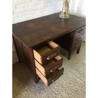 vintage notaris bureau met lades